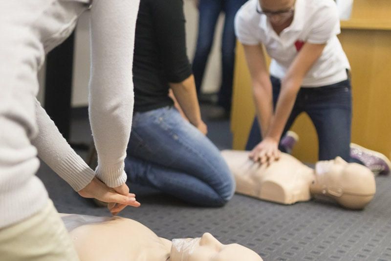 students-in-first-aid-course